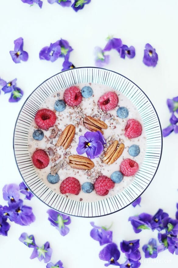 Bilberry powder smoothie bowl recipe