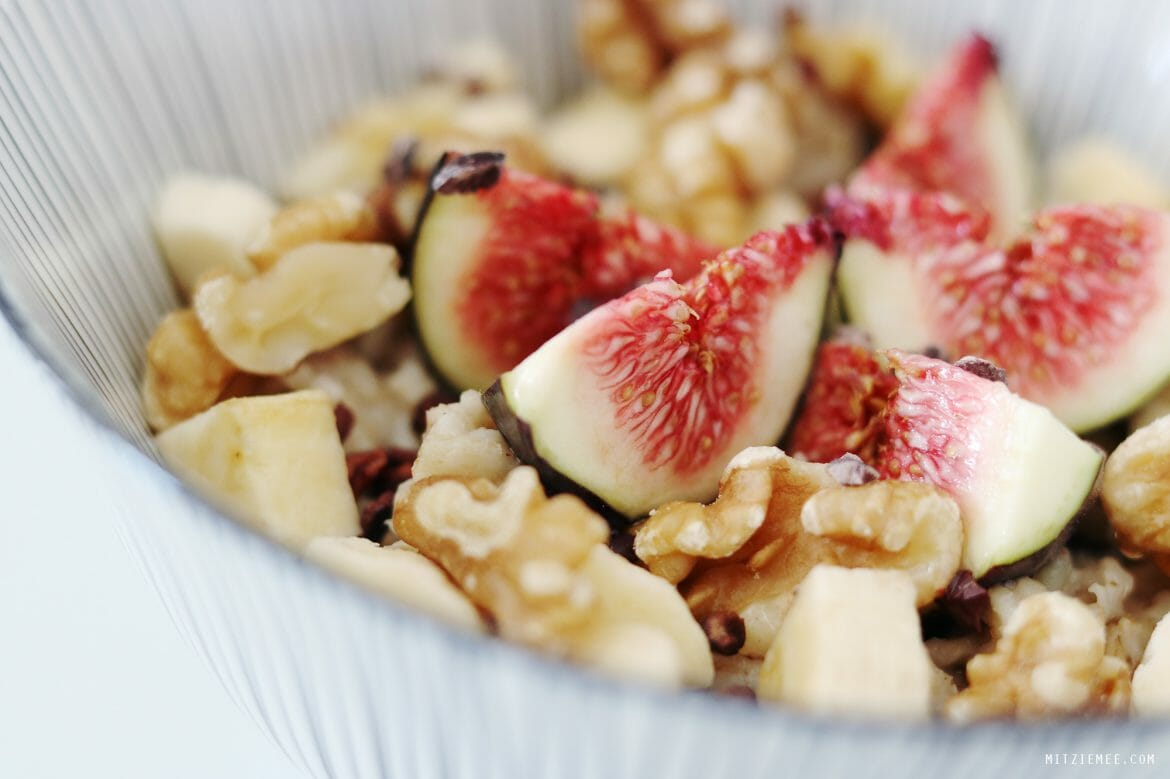 Oatmeal with almond milk - Breakfast recipe