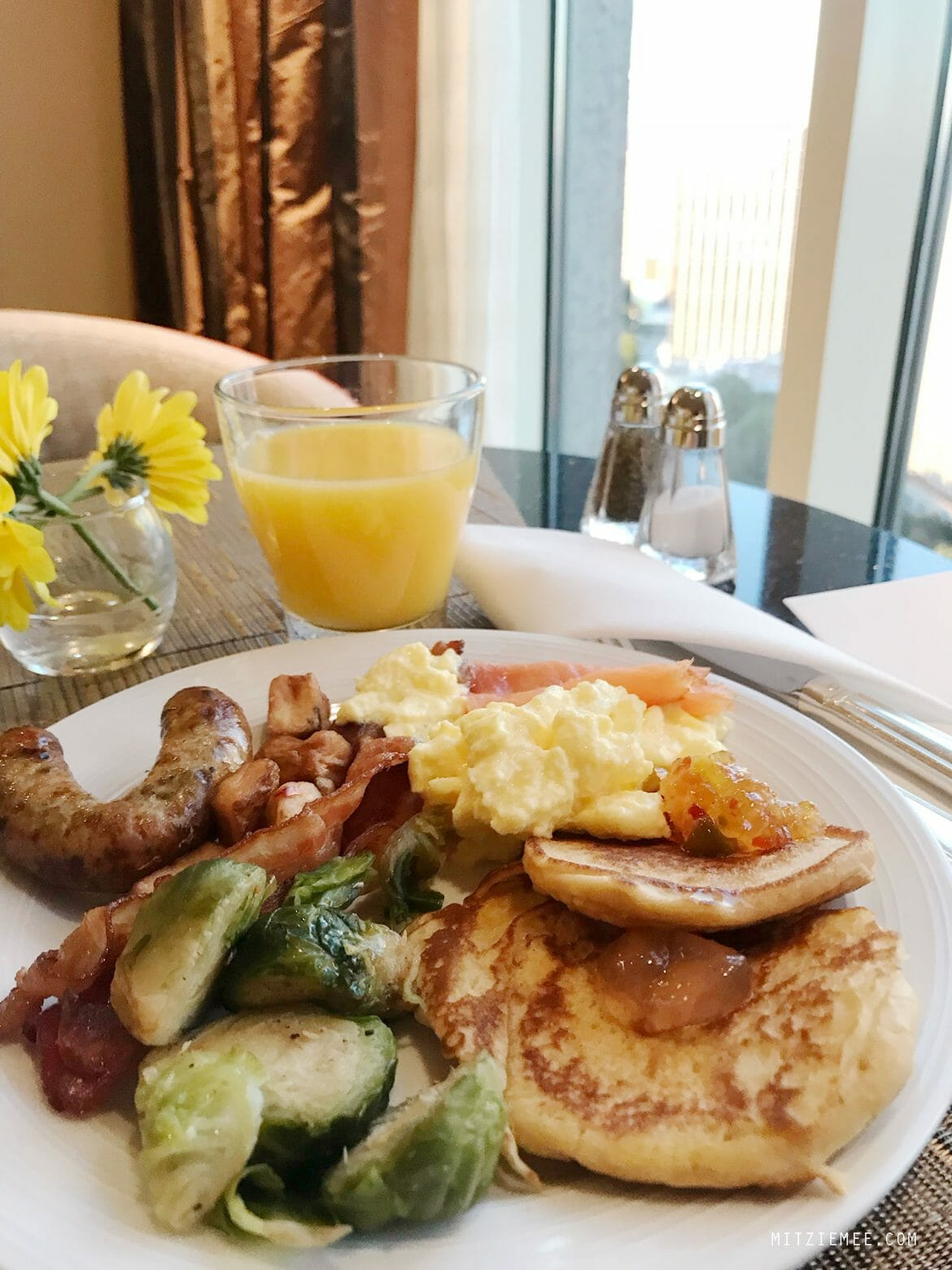 Breakfast in the lounge at InterContinental in Buckhead, Atlanta